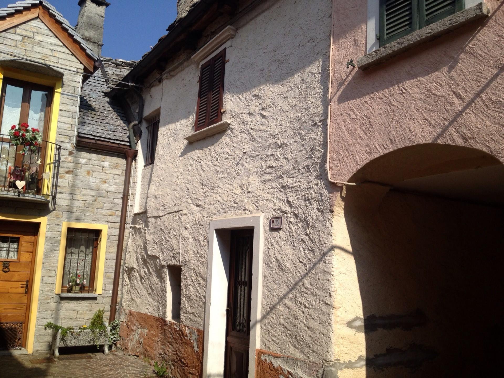 Casa indipendente da ristrutturare in vendita a santa maria maggiore v0198 - Ristrutturare casa da soli ...